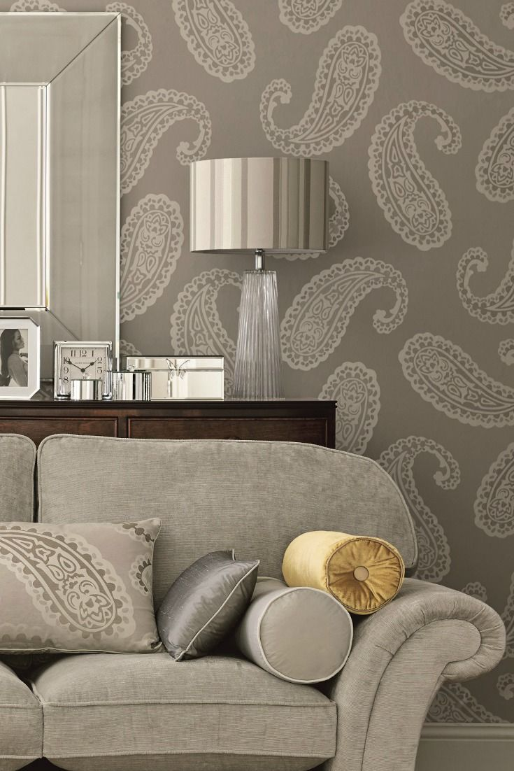 Glorious blooms the re blossoming of wallpaper for Living room paper ideas