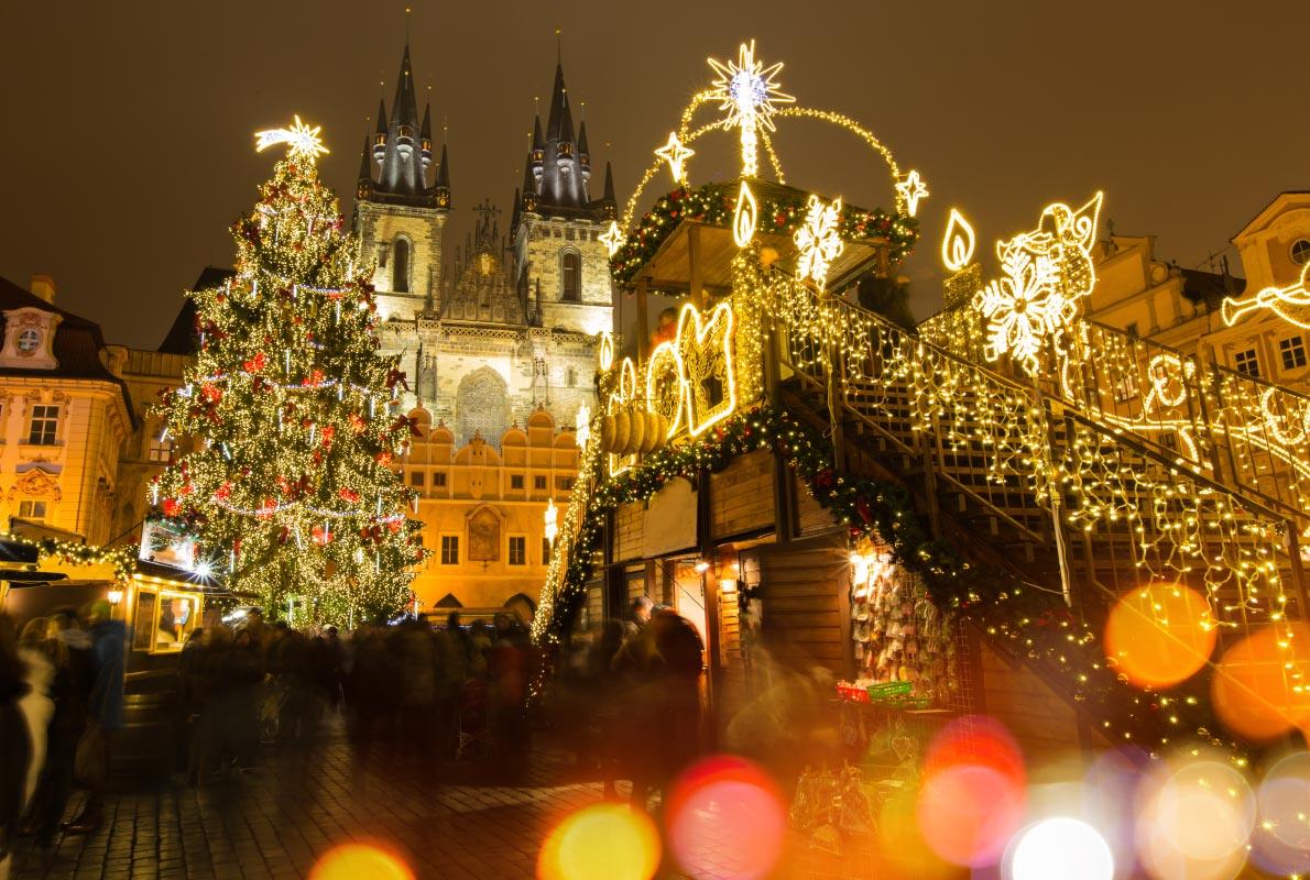 Christmas In Europe Wallpaper.European Christmas Church Lights Decoration Wallpaper Eazy